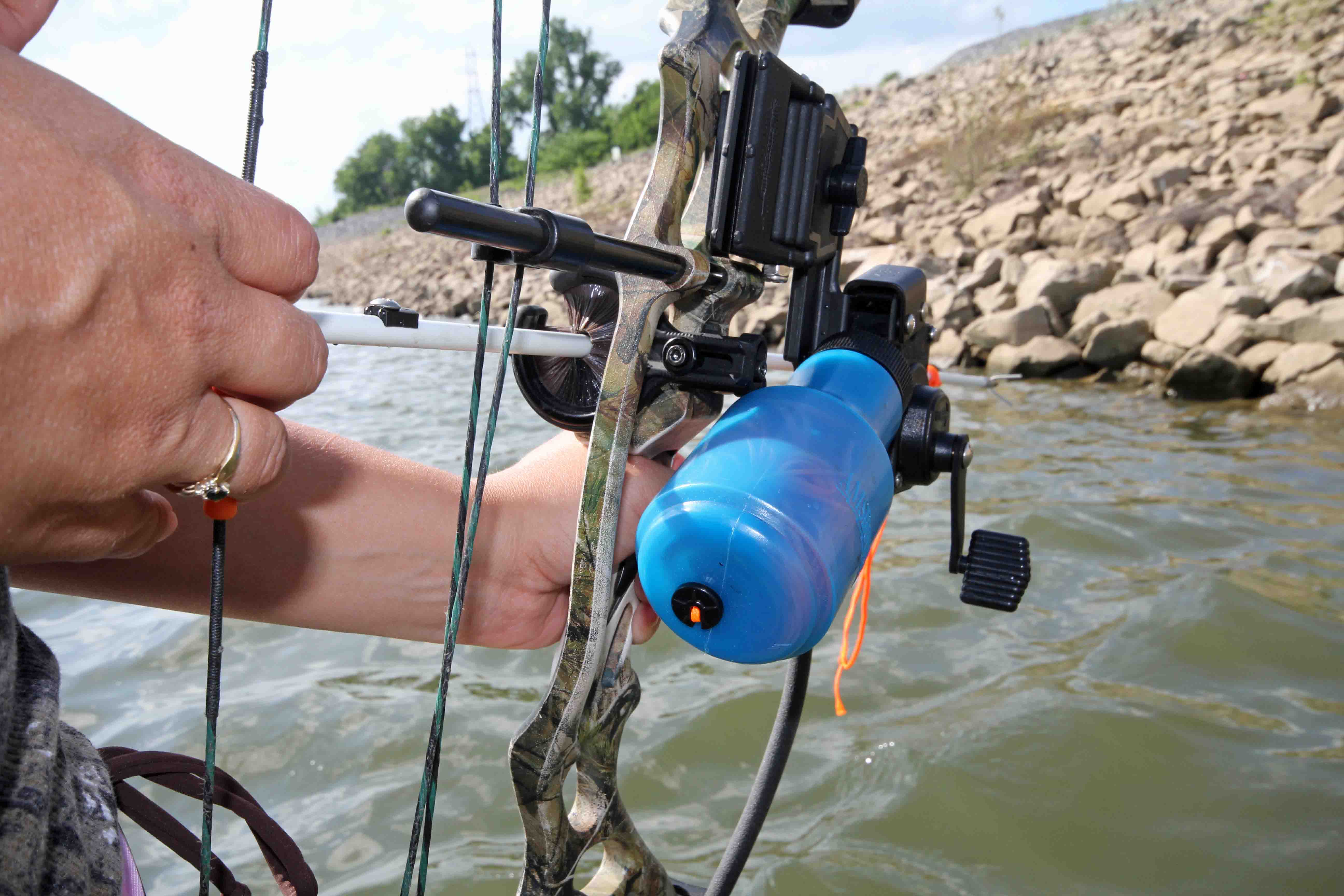 T bone 39 s tips set up a bowfishing bow bowhunting realtree for Bow fishing bow