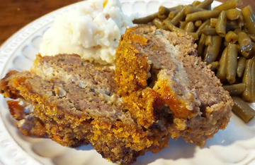 The creamy ribbon of blue cheese filling and the crunchy, barbecue flavor of the pork rind topping really make this meatloaf stand out.