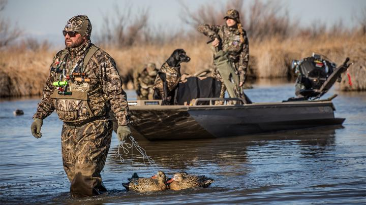 Tips for Calling in Mallards: Your Decoys are Now Alive Preview Image
