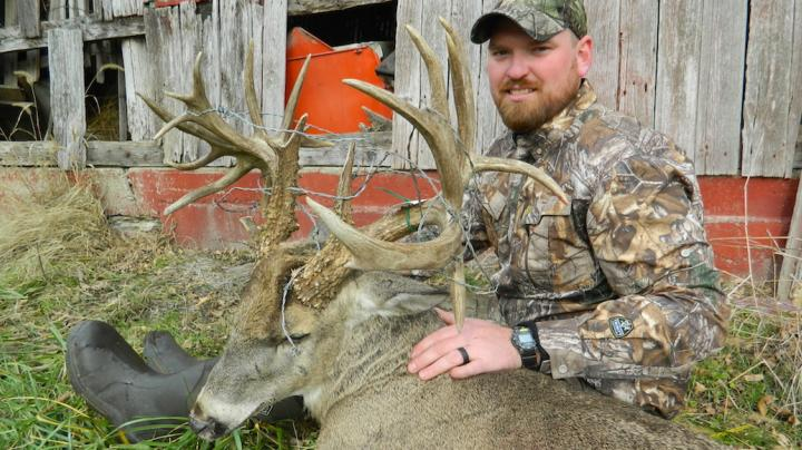 Bowhunter Kills 230-Inch Barbwire Buck Preview Image