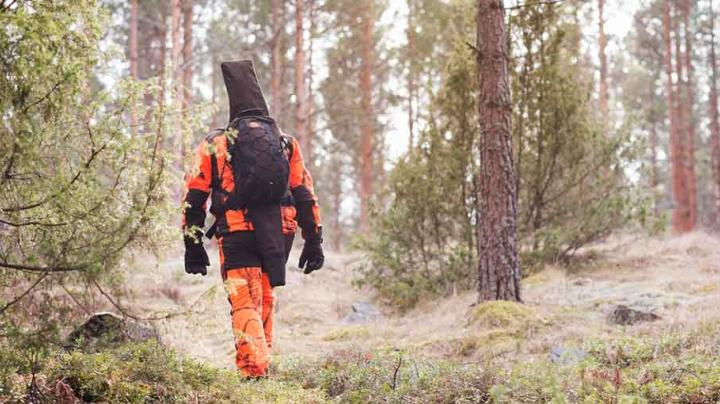 Technical Pinewood® Wolf Lite outfit protects hunters and handlers  Preview Image