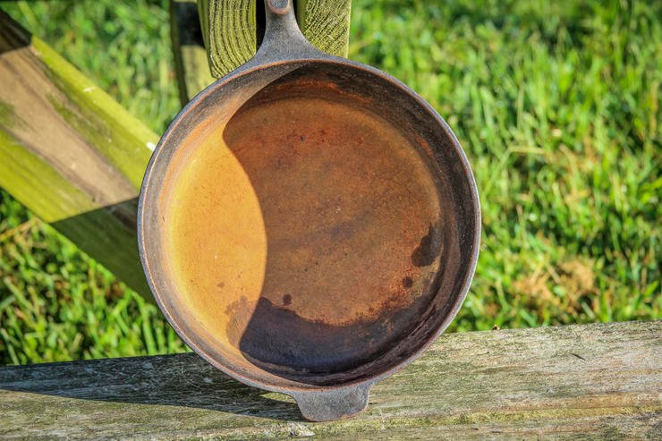 Don't pass up a good deal on vintage cast iron just because it might be rusty.