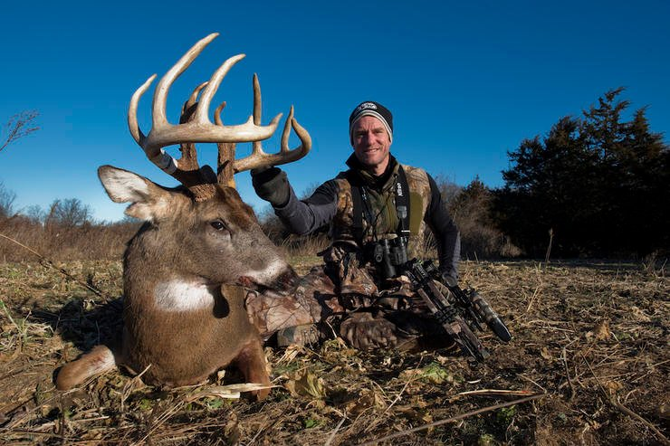 Bill Winke with a big 2016 buck featured on Midwest Whitetail. (Midwest Whitetail photo)