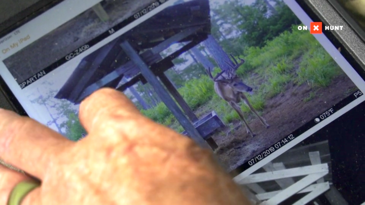 Roger Culpepper goes over the Realtree Farms hit list. (Realtree photo)