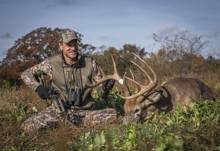 Bill Winke sits beside a great buck and reflects on the hunt. (Midwest Whitetail photo)