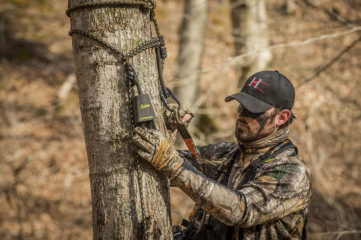 When climbing and hunting, keep the Prusik knot of your safety line just over head high. Image by Bill Konway / Headhunters