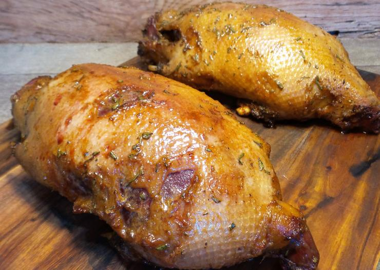 The rub gives the duck skin a nice golden color and a sweet and salty flavor.