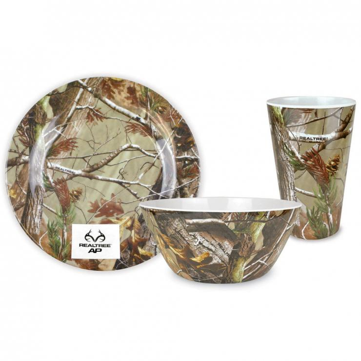 Bring the outdoors in with the new Realtree kitchen ware from Design Imports.