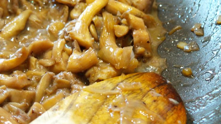 Saute the mushrooms and shallots in butter, then add the wine and reduce.