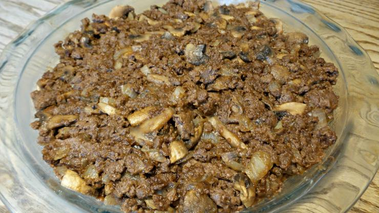 Spoon the meat mixture into a pie dish.