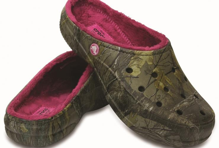983cc78f2559c6 Manufactured by Crocs. Share. Women s Crocs Freesail Realtree Xtra Fuzz Lined  Clog