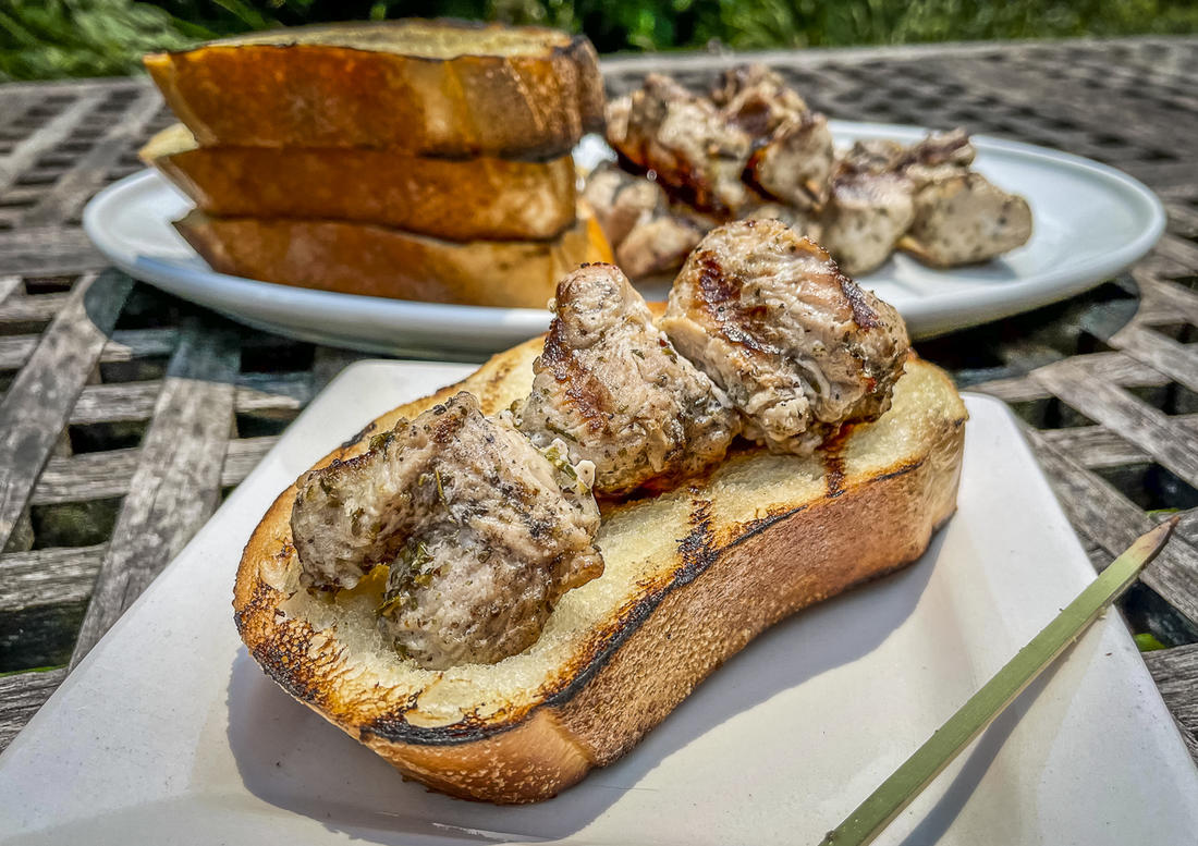 We like to serve the spiedies on buttery grilled garlic bread.