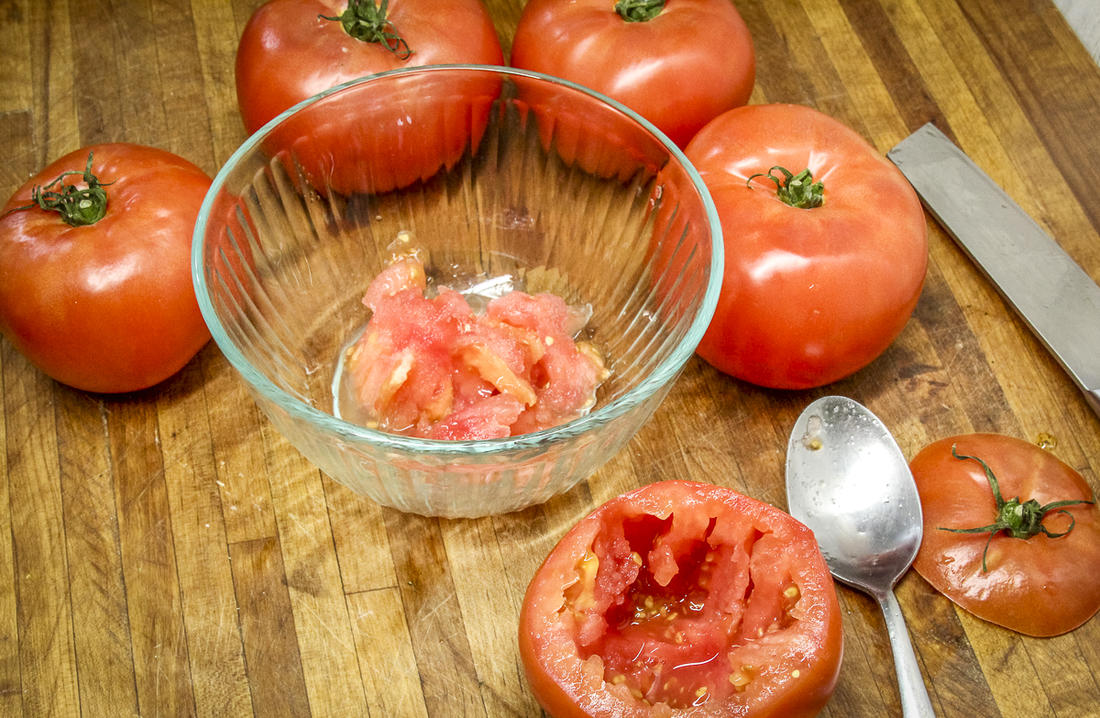 Hollow out the tomatoes with a spoon and reserve the pulp.
