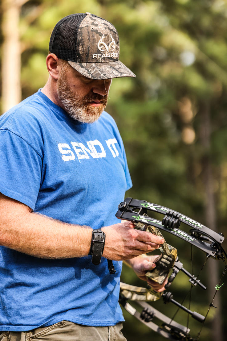 Bowhunting.com's Brodie Swisher checks out the Xpedition APX. Image by Realtree / Matt Harrison
